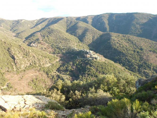 L'écrin de Thines, vue du sentier de randonnée vers l'Espinas