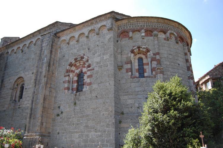 Le chevet de l'Eglise de Notre Dame de Thines